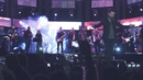 Deus Está Aqui (Noites Traiçoeiras)(Live)/Jonas Vilar