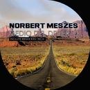 Medio Del Desierto/Norbert Meszes,Kriz Tech