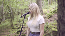 Does She Know (Acoustic)/Astrid S