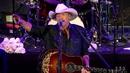 Livin' On Love (Live At Red Rocks Amphitheatre, Morrison, Colorado / 2015)/Alan Jackson
