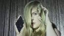 Breaking and Shaking/Linnea Olsson
